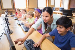CARMENTA: Utilización de libros y dispositivos digitales en el aula. (Edición 1)